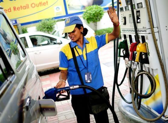 پیٹرول کی قیمتوں میں راحت ملنے کے آثار