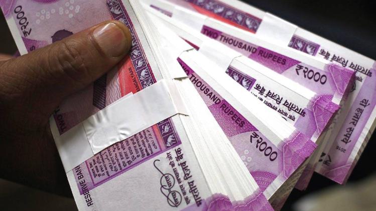 بینکوں میں صرف 4 کیش کے لین دین مفت، 5 ویں ٹرانزیکشن سے کٹیں گے ہر بار 150 روپے