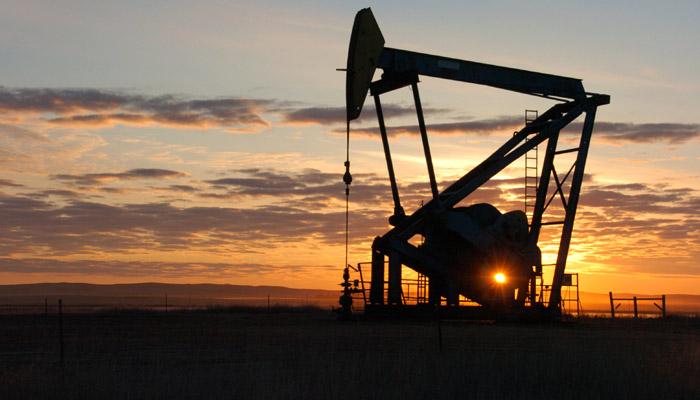 خام تیل 12 سال کے نئے کم سطح پر 28 ڈالر سے نیچے، اور سستا ہو جائے گا پٹرول ڈیزل!