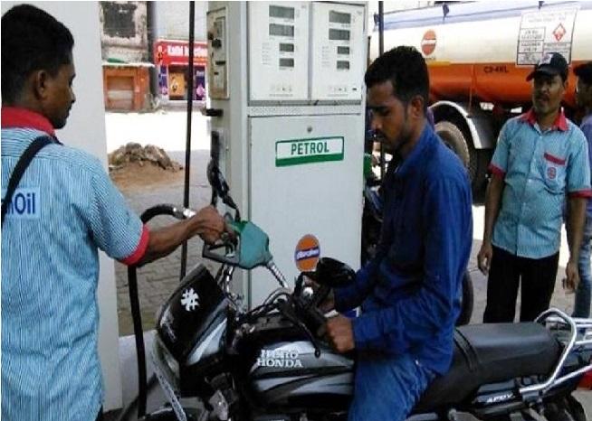 کرناٹک: دو روپے سستا ہوا پیٹرول-ڈیزل، آج آدھی رات سے لاگو ہوگی نئی قیمت