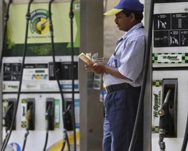 پٹرول-ڈیزل کی قیمتوں میں زبردست اضافہ، 85 روپے سے اوپر پہنچی قیمت