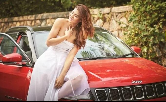 جیپ کمپاس کار:اداکارہ جیکلین نے بھی خریدی 15 لاکھ کی کار