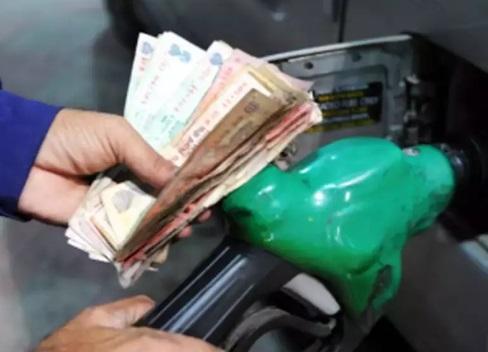 ممبئی میں پٹرول 90 کے پار،دہلی میں 83 روپے فی لیٹر
