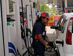 پٹرول پھر مہنگا، ڈیزل کی قیمت میں کوئی اضافہ نہیں