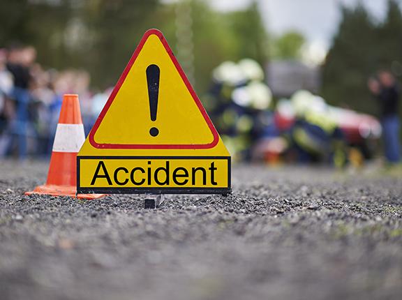 کار-میجک میں ٹکر ایک کی موت 6 زخمی