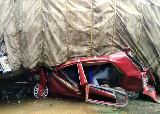 اترپردیش:آگرہ میں سڑک حادثے میں 6 افراد ہلاک، 8زخمی