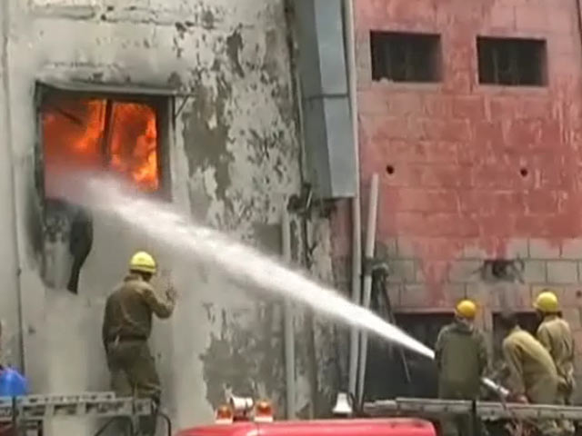 پيراگڑھي میں جوتا فیکٹری میں لگی آگ
