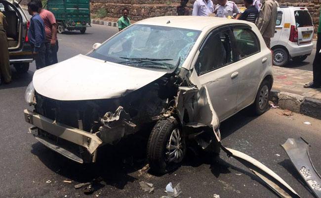 دہلی: کشمیری گیٹ علاقے میں تیز رفتار کار نے فٹ پاتھ پر بیٹھے 4 لوگوں روندا