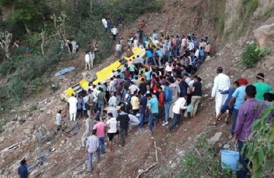 اسکولی بس کھائی میں گری، دردناک سڑک حادثہ میں ، 26 بچوں سمیت 29 کی موت