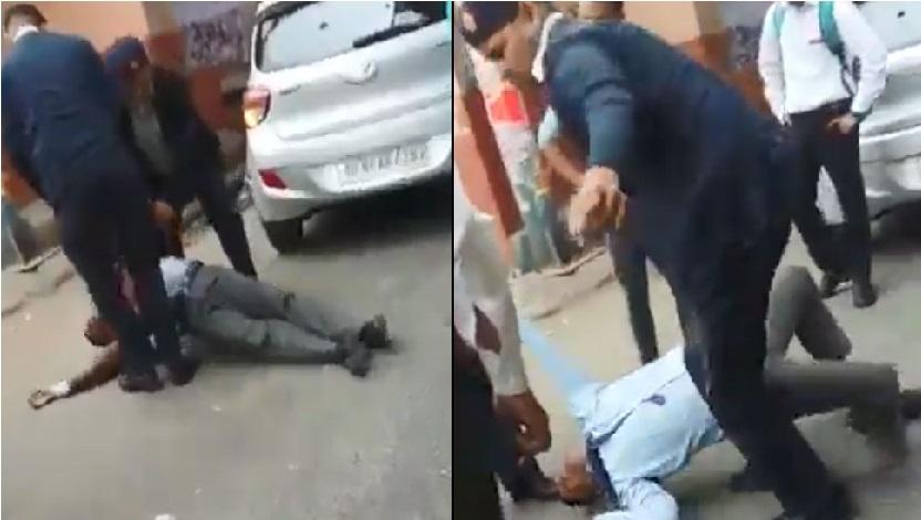 دہلی ٹریفک پولیس نے نوجوان کو گھسیٹ گھسٹ کر پیٹا:ویڈیو وائرل