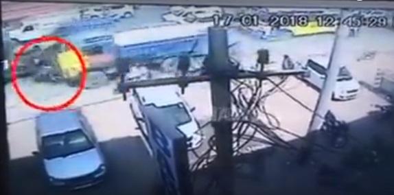 حیدرآباد:بے قابو ٹرک نے موٹر سائیکل اور آٹو رکشہ ٹکر دے دی، دو افراد ہلاک