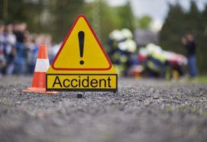 سونبھدر میں سواری گاڑی درخت سے ٹکرائی،دوہلاک،چھ زخمی