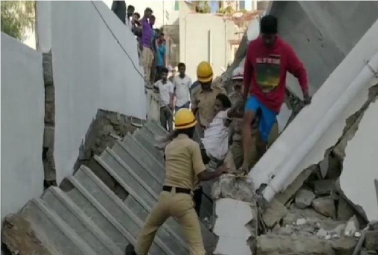 بنگلور میں بلڈنگ گرنے سے تین کی موت، کئی لوگوں کے دبے ہونے کا امکان