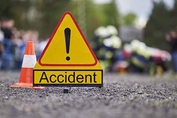 کانپور میں دو ٹرکوں کی ٹکر، 5کی موت 9 زخمی