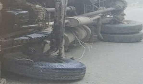 اترپردیش کے اناؤ میں ریت کا ٹرک پلٹنے سے ایک ہی کنبہ کے 4 افراد سمیت 5 ہلاک