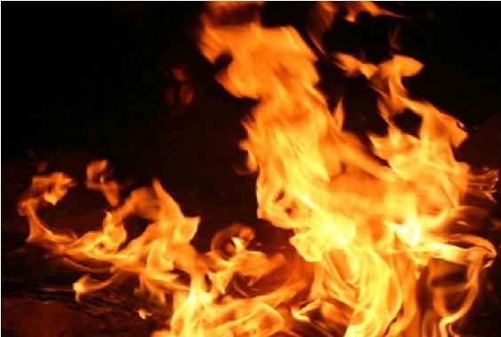 یوپی: مندر میں دیپک جلانے گئے لڑکے کو زندہ جلایا