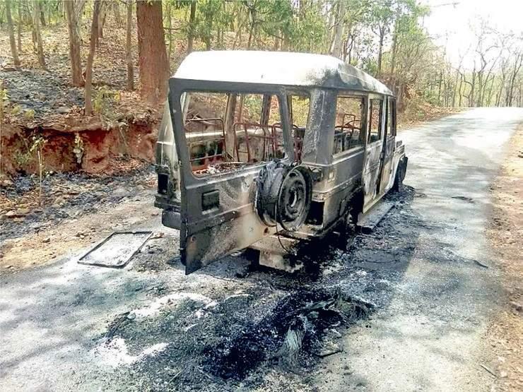 کمالور اسٹیشن کے نزدیک ماؤ نواز نے پانچ گاڑیوں میں آگ لگائی