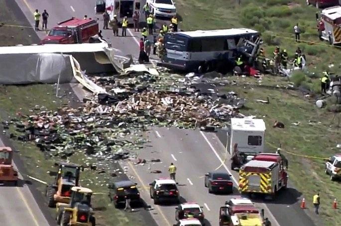 نیو میکسیکو شہر میں بس اورٹرک کےٹکرا جانے سے 7 مسافر ہلاک