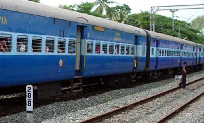 خاتون نے بچہ کے ساتھ ٹرین کے سامنے کود کر کی خود کشی