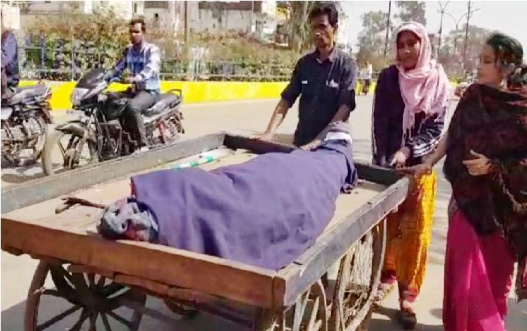 ایمبولنس کے لئے نہیں تھے پیسے تو ... بیوی کو ٹھیلے پر لیے جانی پڑی شوہر کی لاش