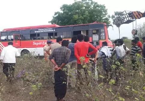 وجے واڑہ میں آر ٹی بس حادثے کا شکار، ڈرائیور اور کنڈکٹر کی موت