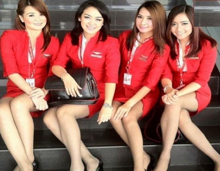 ایئر ہوسٹس کی ڈریس پر خاتون مسافر نے جتایا اعتراض 'کہا صاف دیکھ رہے انڈرگارمنٹس