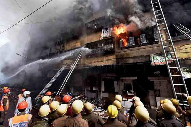 کلکتہ: باگری مارکیٹ میں لگی آگ، ہزار کروڑ سے زائد کا ہوا نقصان
