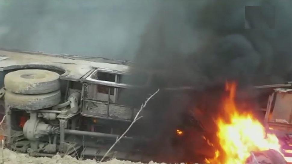 مظفر پور میں بس حادثہ: بس پلٹنے کے بعد بس میں لگی آگ، 27 مسافر زندہ جلے