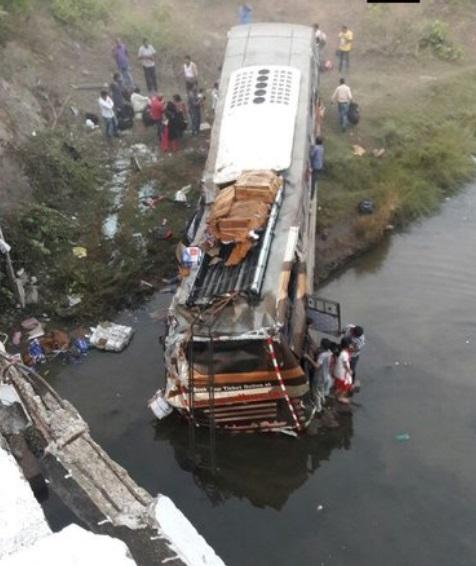اڑیسہ: 30 فٹ گہرائی میں گری بس، دو لوگوں کی موت، 30 زخمی