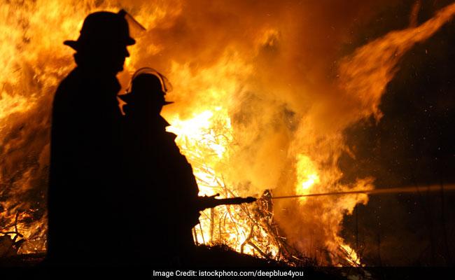 کشمیر کے اننت ناگ قصبے میں ایک بازار میں لگی آگ