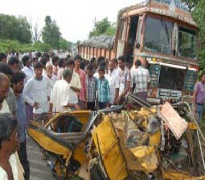 راجمندری میں سڑک حادثہ میں ایک ہی خاندان کے 7لوگ ہلاک