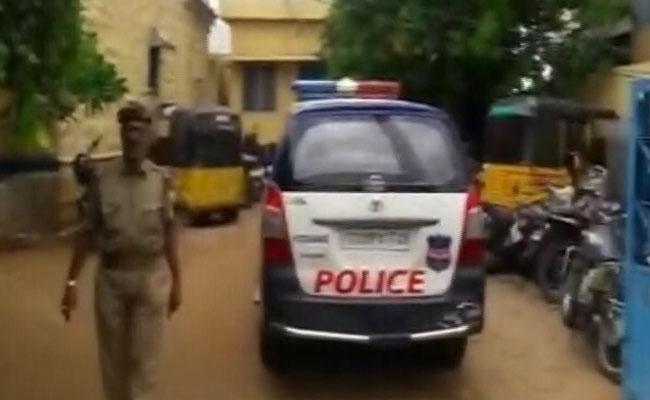 جڑچرلہ کے اسکول میں پرنسپل کی کار سے کچل کر ایک بچی کی موت، دوزخمی