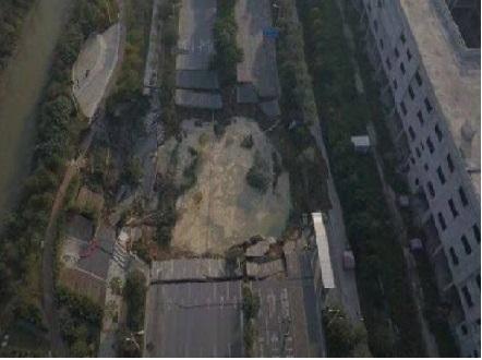 چین میں میٹرو تعمیراتی سائٹ دھسنے سے آٹھ افراد ہلاک