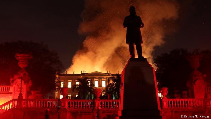 برازیل: 200 سال قدیم نیشنل میوزیم میں شدید آگ بھڑک اٹھی