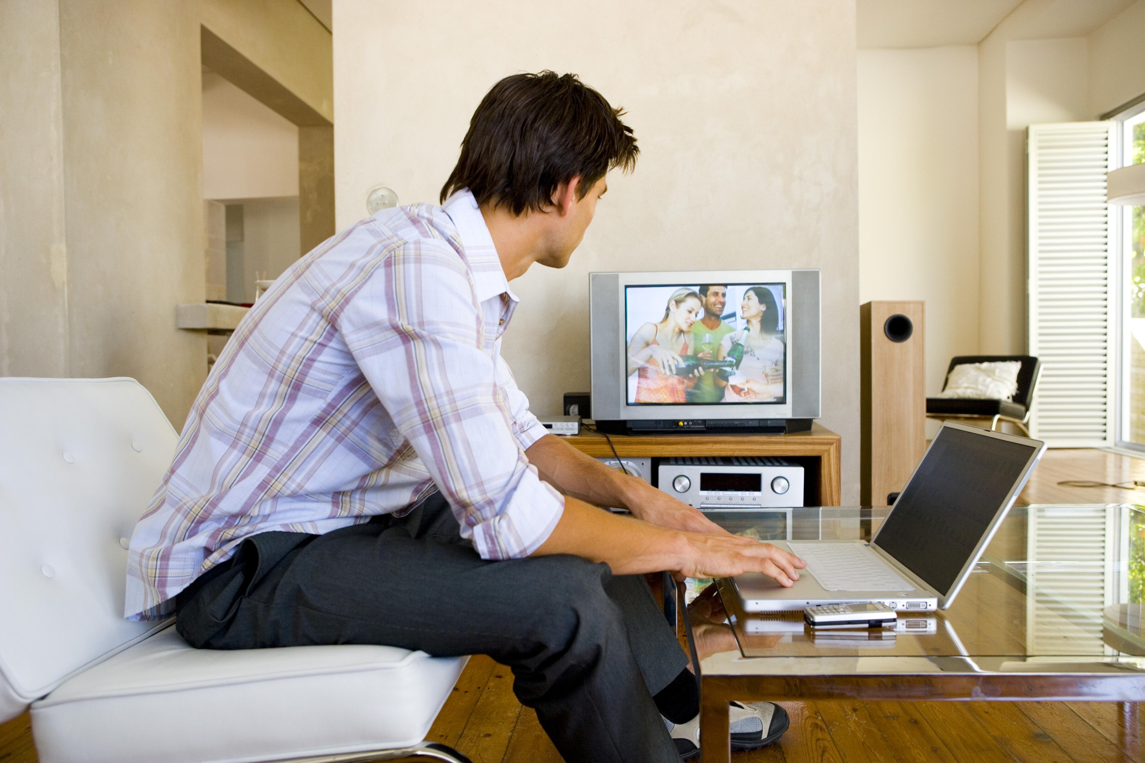 زیادہ وقت ٹی وی دیکھنا دماغ کو سست کرنے کا باعث