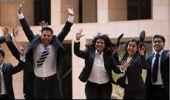 ISB کے طالب علموں کو 22 لاکھ روپے کے اوسط تنخواہ والے 1100 سے زیادہ جابس کے آفر