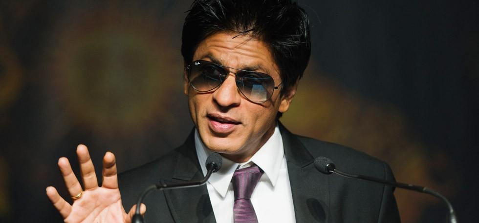 شاہ رخ خان نے اپنے ملازمین کو خوش کر دیا