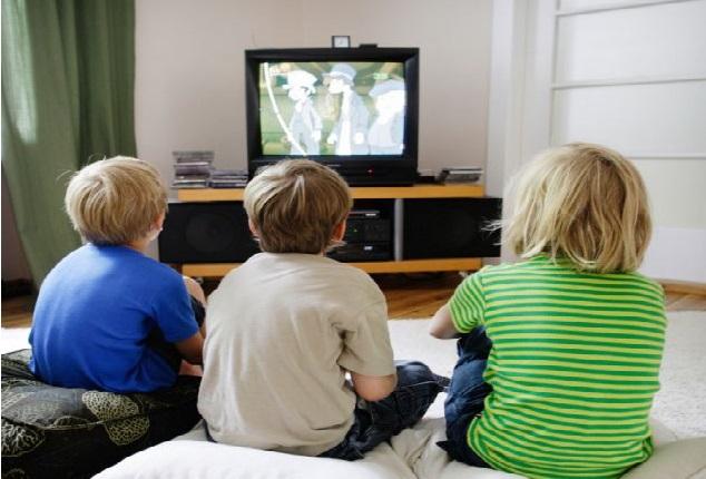 ویڈیو گیم اور ٹی وی نہ رکھیں بچوں کے کمروں میں