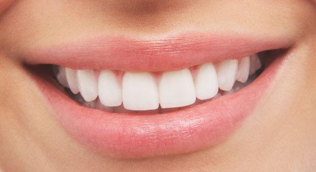 دانتوں کی پیلاہٹ دور کرنا