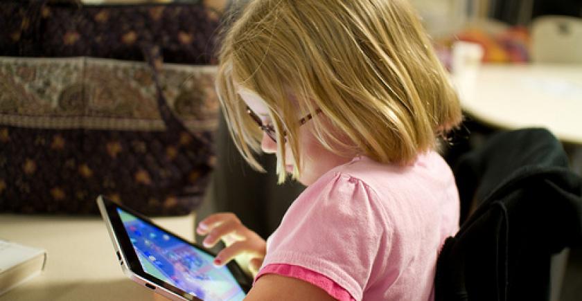 سمارٹ فونز بچوں کی ذہنی نشوونما کے لیے نقصان دہ