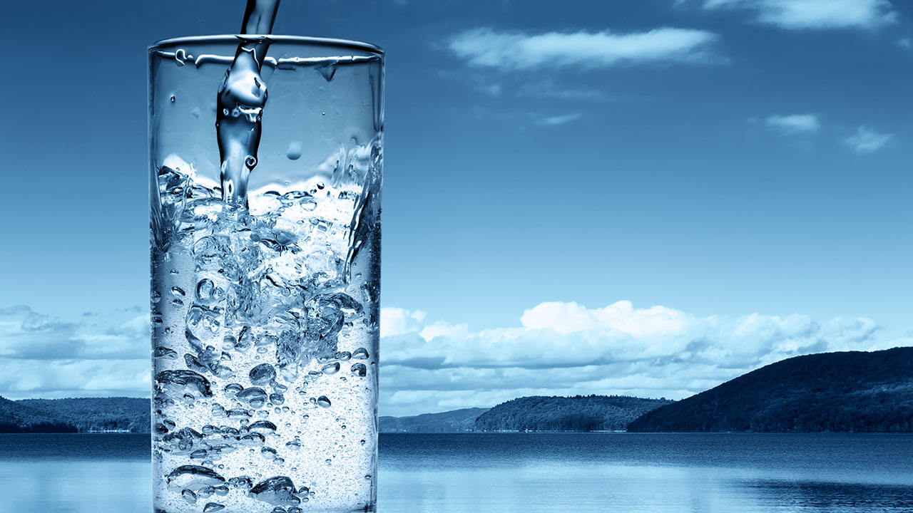 کیا آپ جانتے ہیں پانی پینے کا صحیح طریقہ کیا ہے ؟