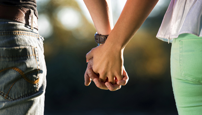اگر ہاتھ سے ہاتھ ملے، دل سے دل ملے، تو درد ہوگا دور: نئی تحقحق