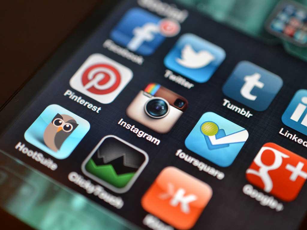 نوجوانوں کی ذہنی صحت میں سوشل میڈیا کا کردار