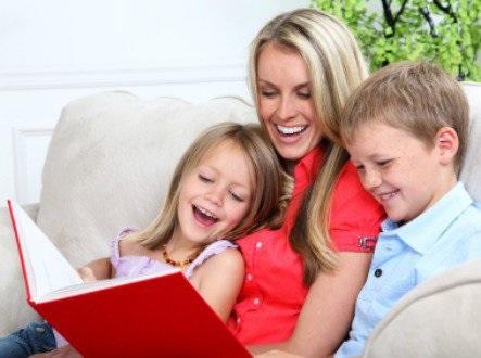 بچوں کی ذہنی نشوونما کو تیز کرتا ہے انکے ساتھ کہانیاں اور کتابیں پڑھنا