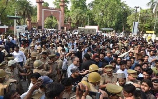 مسلم یونیورسٹی میں جناح کی تصویر کو لیکر ہنگامہ آرائی:دومعاملے درج
