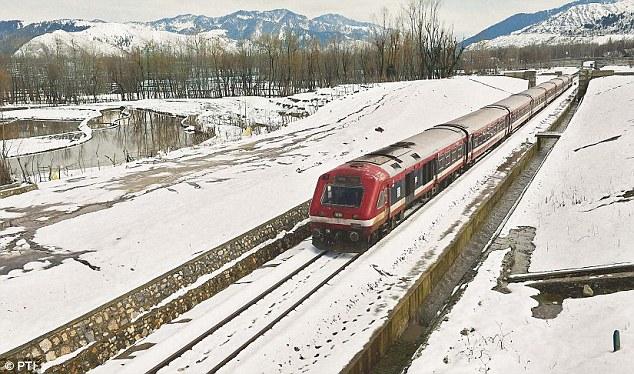 کشمیر میں 4 روز بعد ریل خدمات بحال