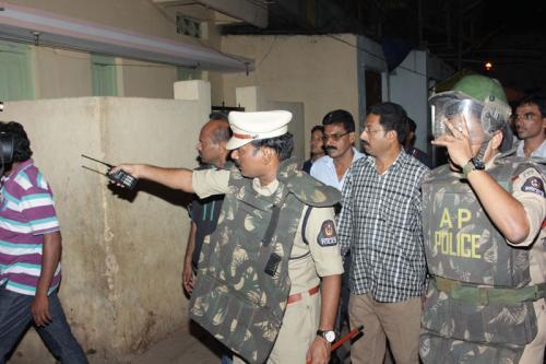 حیدرآباد میں پولیس کی چندرائن گٹہ بارکس  صلالہ اور دیگر علاقوں میں گھر گھر تلاشی مہم