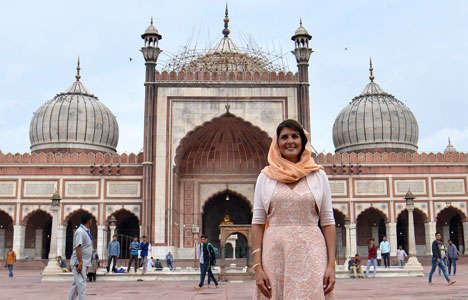 امریکی کی سفیر نکی ہالے کا دہلی کی جامع مسجد کا دورہ