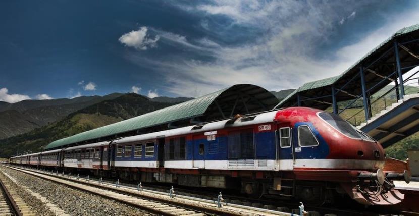 کشمیر میں ریل خدمات تیسرے دن بھی معطل ، مسافر پریشان