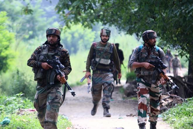 پلوامہ میں جنگجوؤں اور سیکورٹی فورسز کے مابین فائرنگ کا تبادلہ، سی آر پی ایف اہلکار جاں بحق